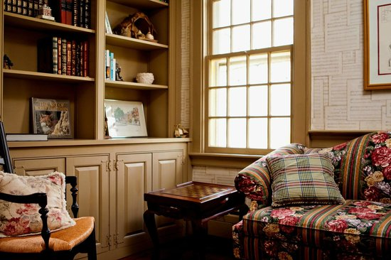 Stonecroft Country Inn: 1807 House Library