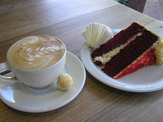 Kikka: Silk Cake and latte