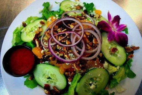 The Isles Restaurant & Tiki Bar : The Islander Salad
