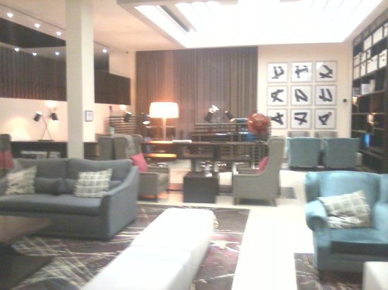 Sheraton Heathrow Hotel: lobby area front desk check in