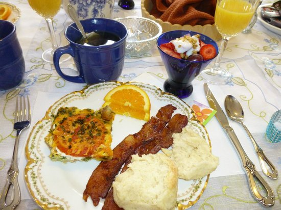 Lake Valley Legends Bed and Breakfast: First breakfast