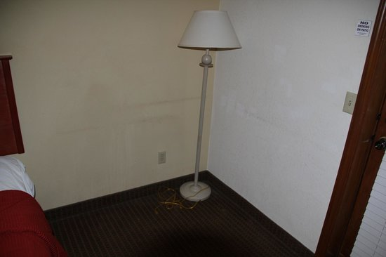 Quality Inn & Suites: corner(where table or recliner should be)