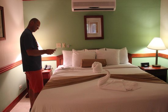 BEST WESTERN Belize Biltmore Plaza Hotel: bed