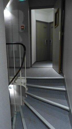 Prince Albert Lyon Bercy : Al salir del ascensor hay que tener cuidado con los escalones!