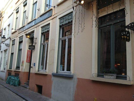 Hotel Cordoeanier: Street view of Hotel Cordoeanier, Bruges, Belgium