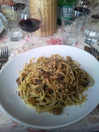 Trattoria-Pizzeria-Enocacioteca il Moderno: Spaghetti guanciale pesto alle nocciole