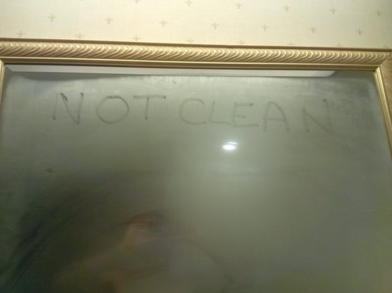 Quality Suites : Definitely not Clean