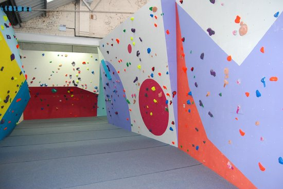 The Climbing Station: 10 degree in funky corridor