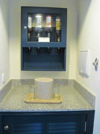 Hotel Riu Emerald Bay: Liquor in the room