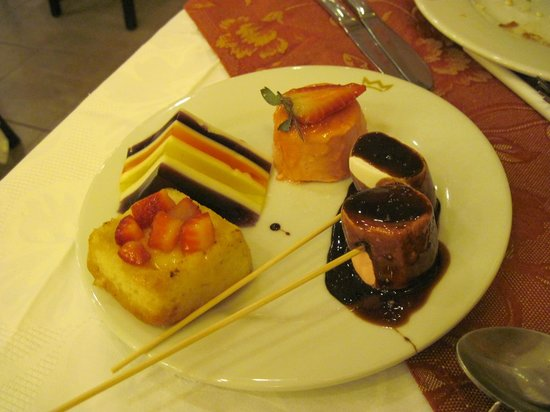 Hotel Riu Emerald Bay: Dinner dessert