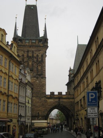 Charles Bridge Economic Hostel: Hostel y Charles Bridge