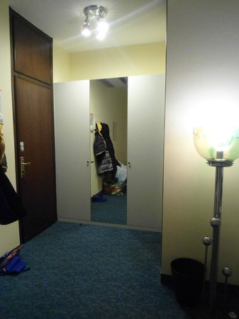 Hotel Terme Vena D'Oro: Ingresso e Armadio