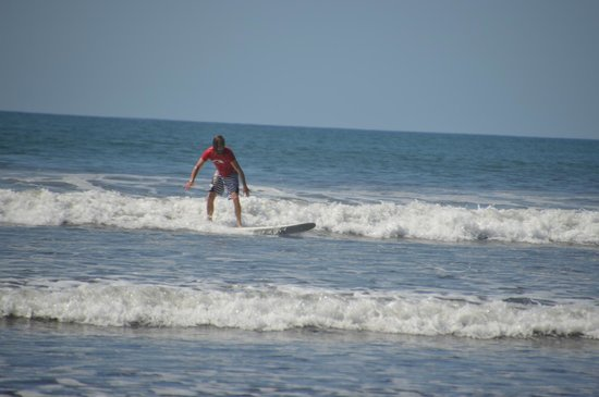 Playa Carrillo, Kostaryka: Catching lots of waves