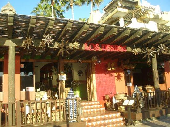 Los Deseos : Exterior of restaurant