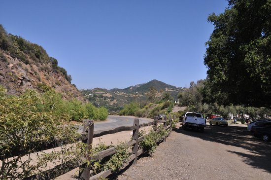 Malibu Family Wines : parking lot