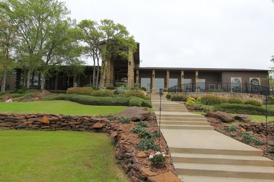 Lantana Resort: baxk of the lodge