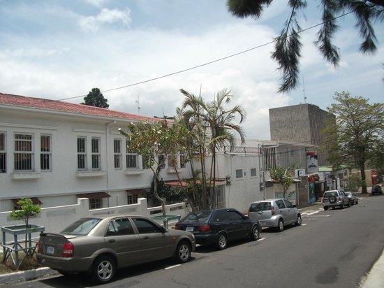 Costa Rica Guesthouse: façade, vue de la rue
