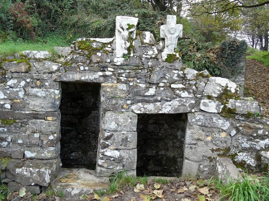 ‪St Declan's Well and Oratory‬
