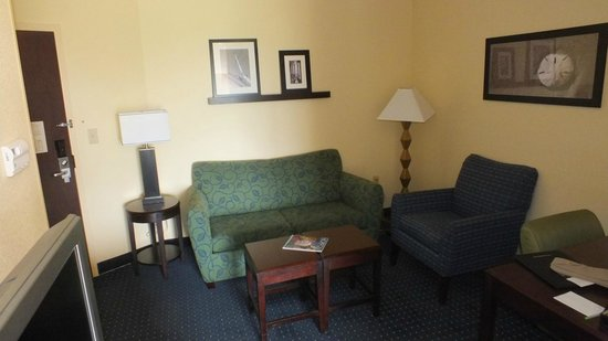 SpringHill Suites Norfolk Old Dominion University: Office / Sitting Room Area