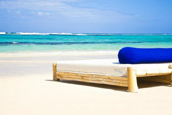 Bamboo Blu: Relax on our beach beds