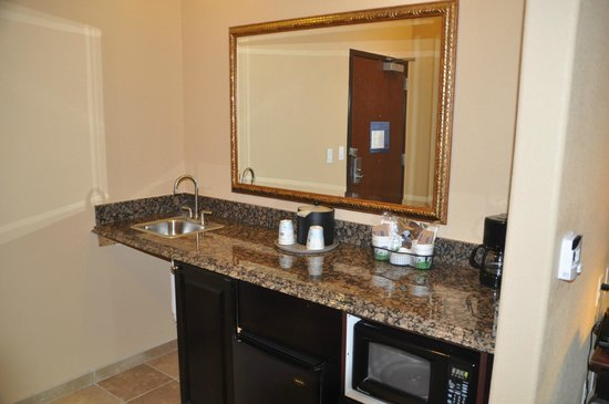 Hampton Inn and Suites Boerne: Coffee bar in room