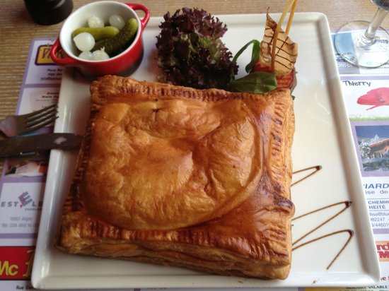 La Terrasse: puff pastry with bovonne cheese