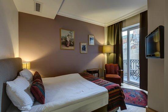 No11 Hotel & Apartments : Double Room w Balcony