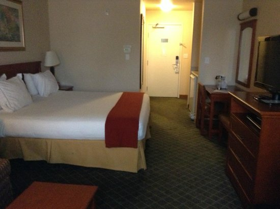 Holiday Inn Express & Suites : Room was spacious