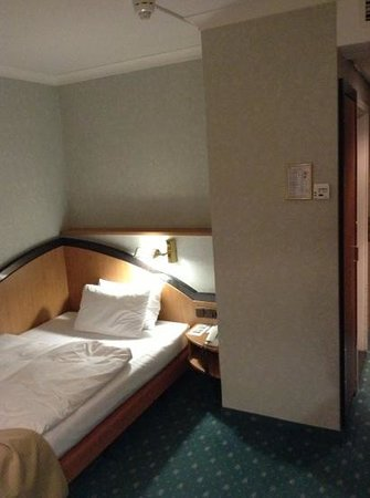 Leonardo Hotel Heidelberg : room at 1st floor