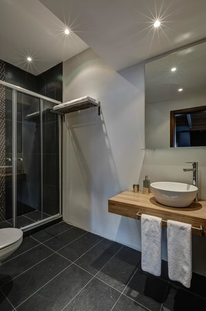 No11 Hotel & Apartments: 2 bedroom apartment with terrace