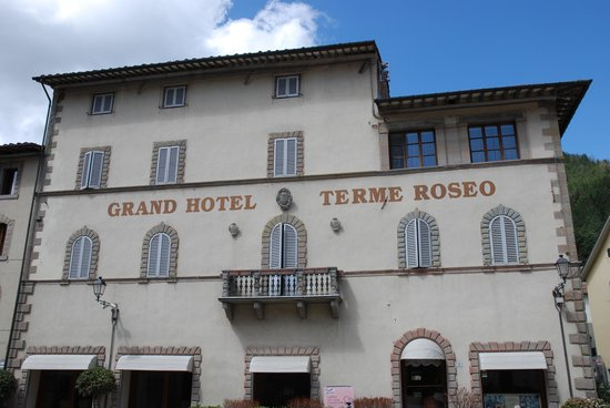 https://media-cdn.tripadvisor.com/media/photo-s/03/cd/81/5f/grand-hotel-terme-roseo.jpg