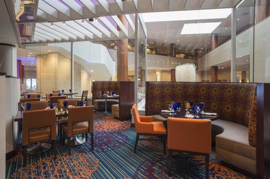 Marriott Tulsa Hotel Southern Hills: Casual Comfort At The Tallgrass Grille, Bar & Private Dining Room