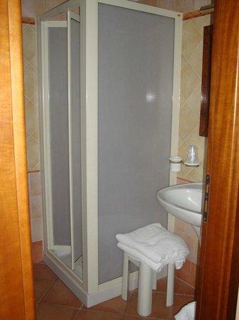Hotel Il Barocco: voto stanza da bagno: discreto