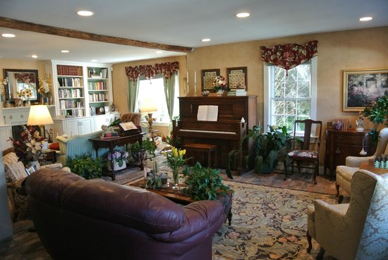 A Butler's Manor: Living room