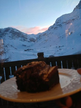Le Chardon Mountain Lodges : enjoying food with the view