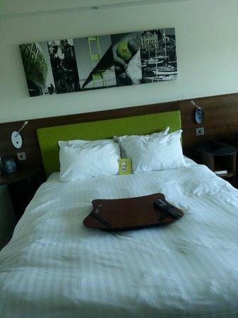 Hampton by Hilton Newport East: my bed