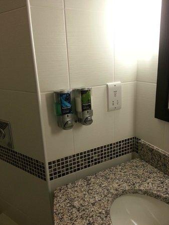 Hampton by Hilton Newport East: dispensers