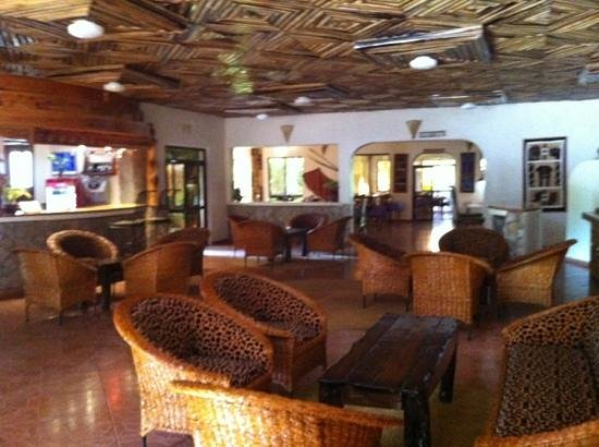 Ngorongoro Wildlife Lodge: lobby entrance - everything you expect from Tanzanian style
