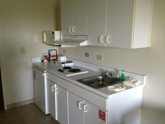 Suburban Extended Stay Duluth: better view of the kitchenette