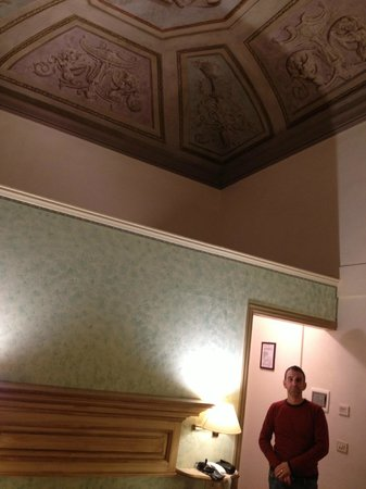 Hotel Burchianti: the room and it's painted ceiling