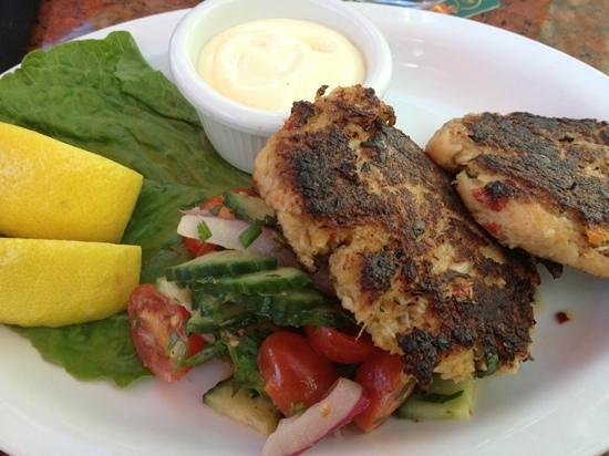 Lefty's Grill: crab cakes.. delicious! :)