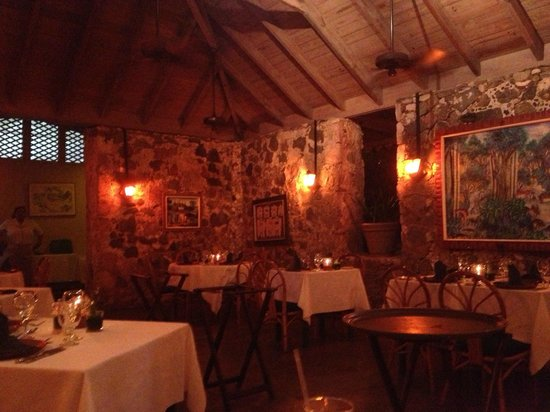 Sugar Mill Hotel : Sugar Mill dining room-very romantic!