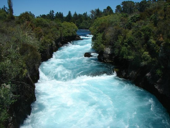 Huka Falls tracks: Beautiful Huka blue water
