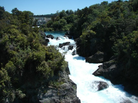 Huka Falls: Looking up the river
