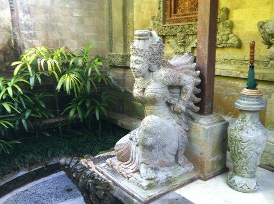 The Royal Pita Maha: Entrada al cuarto