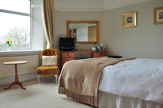 Cedar House: bedroom