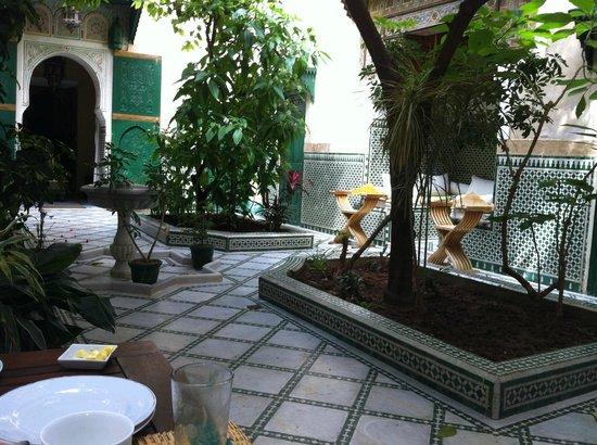 Riad Ravel: central courtyard