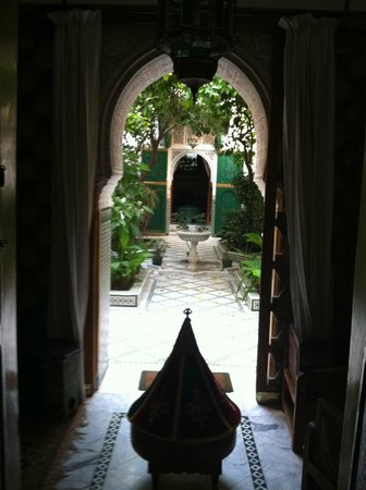 Riad Ravel: entrance to courtyard