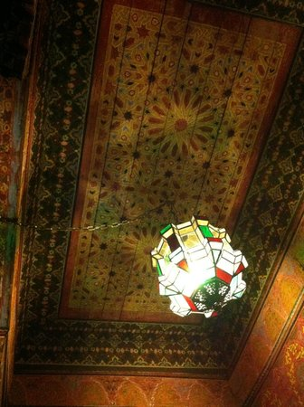 Riad Ravel: ceiling of seating area