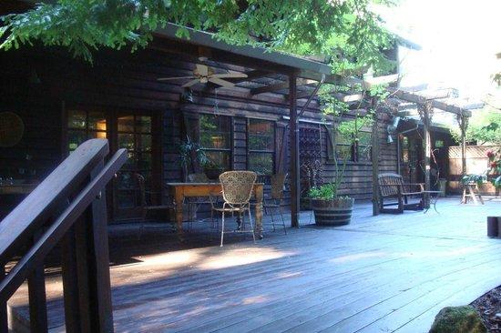 Redwood Croft: Deck on the main level.